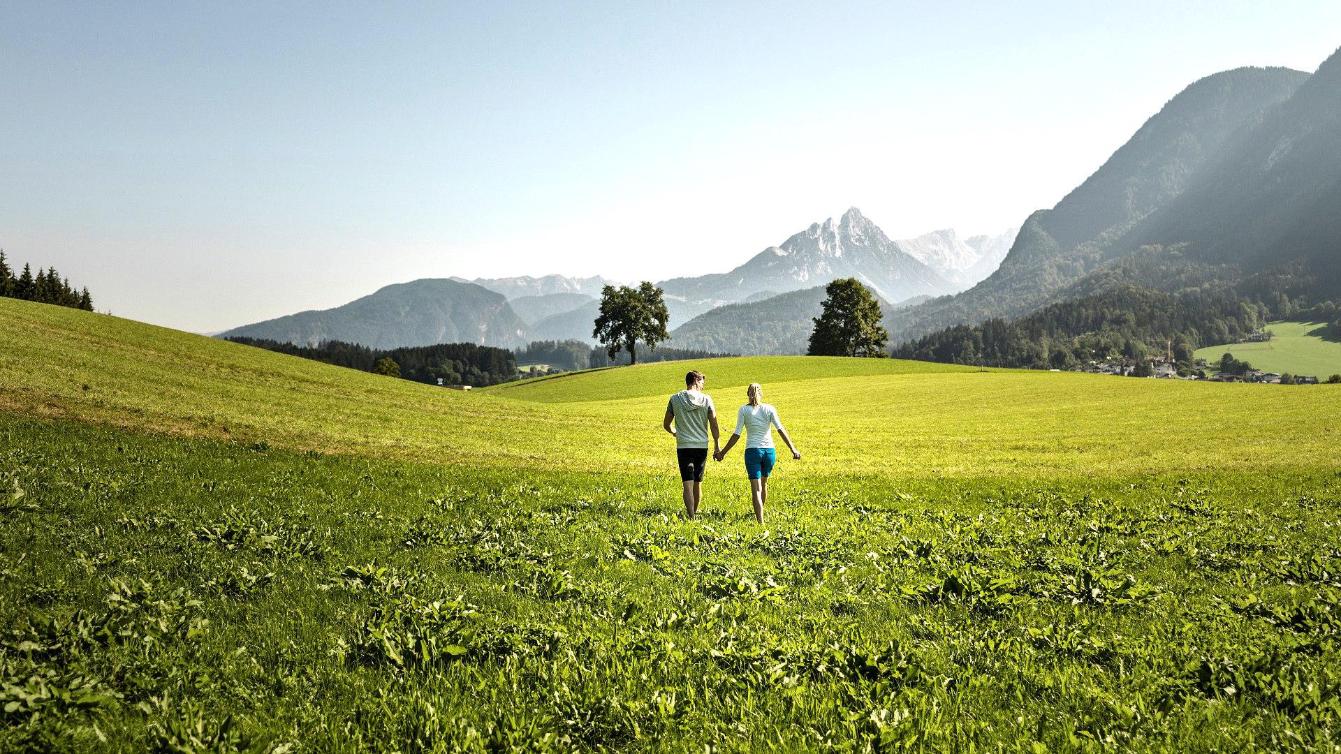 ledererhof-gasthof-pension-ebbs-zimmer-hotel-tirol-berge-spazieren